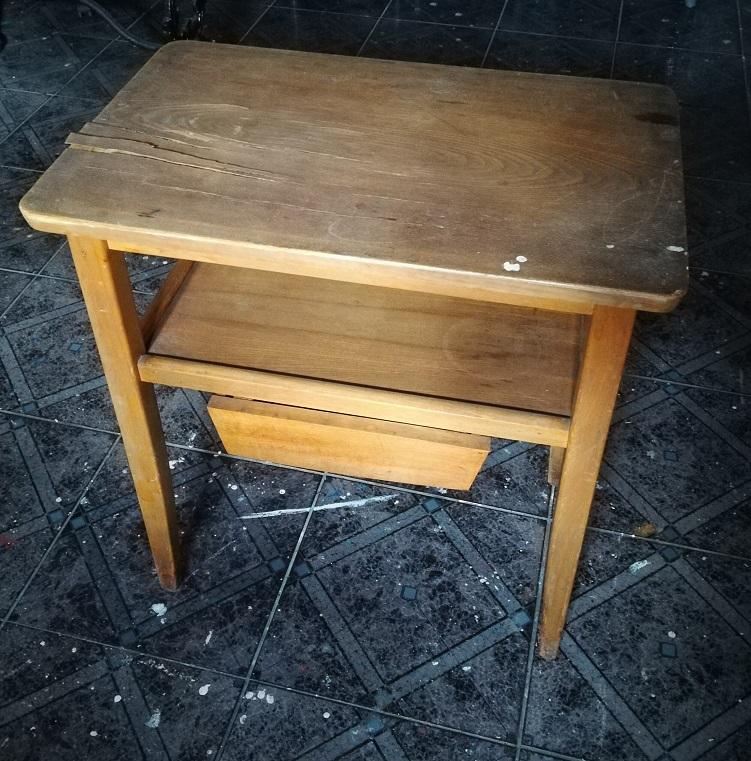 Stary stolik do renowacji