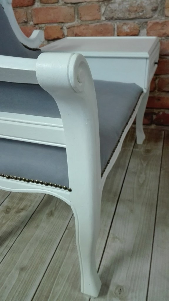 Meble malowane na biało - ławeczka chippendale
