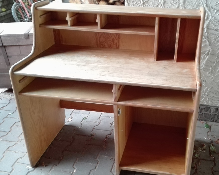 Renowacja starego biurka