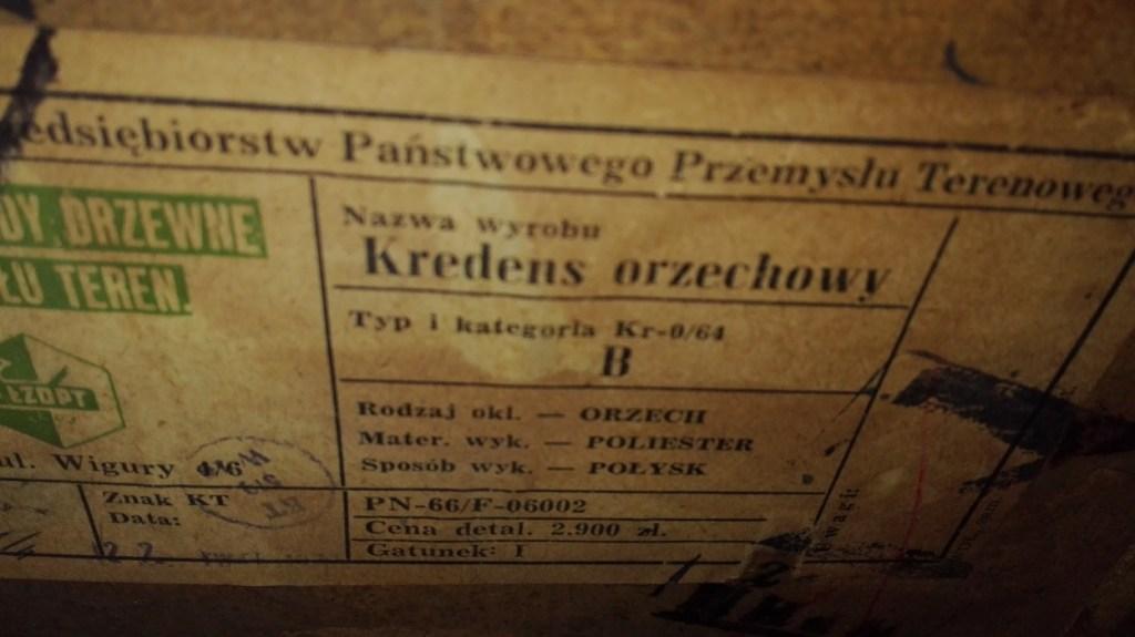 Etykieta meblowa PRL - kredens orzechowy
