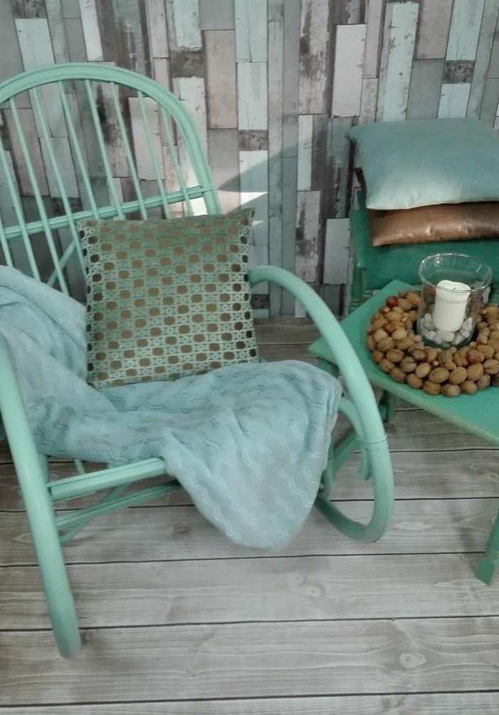 Szałwiowy miętowy fotel bujany