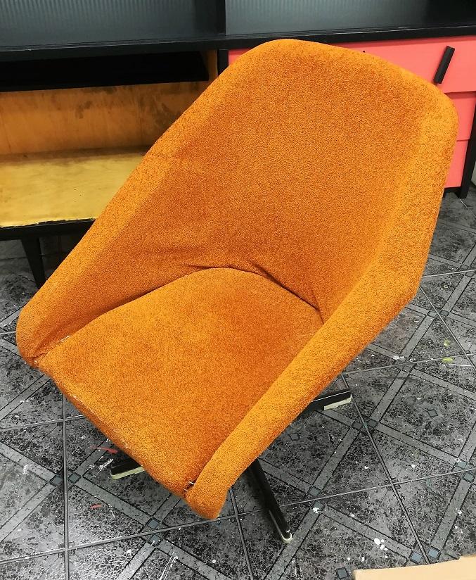 Tapicerowanie fotela typu muszelka