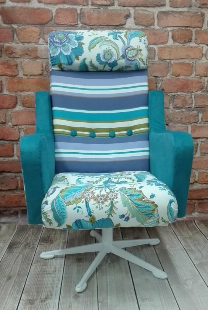 Fotel kolorowy obrotowy uszak