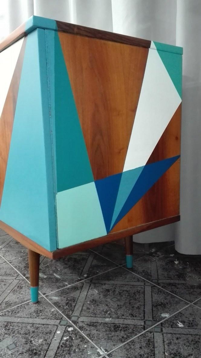 Malowanie mebli PRL we wzory geometryczne