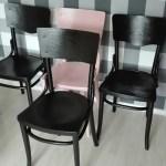 Malowanie drewnianych krzeseł na gładko