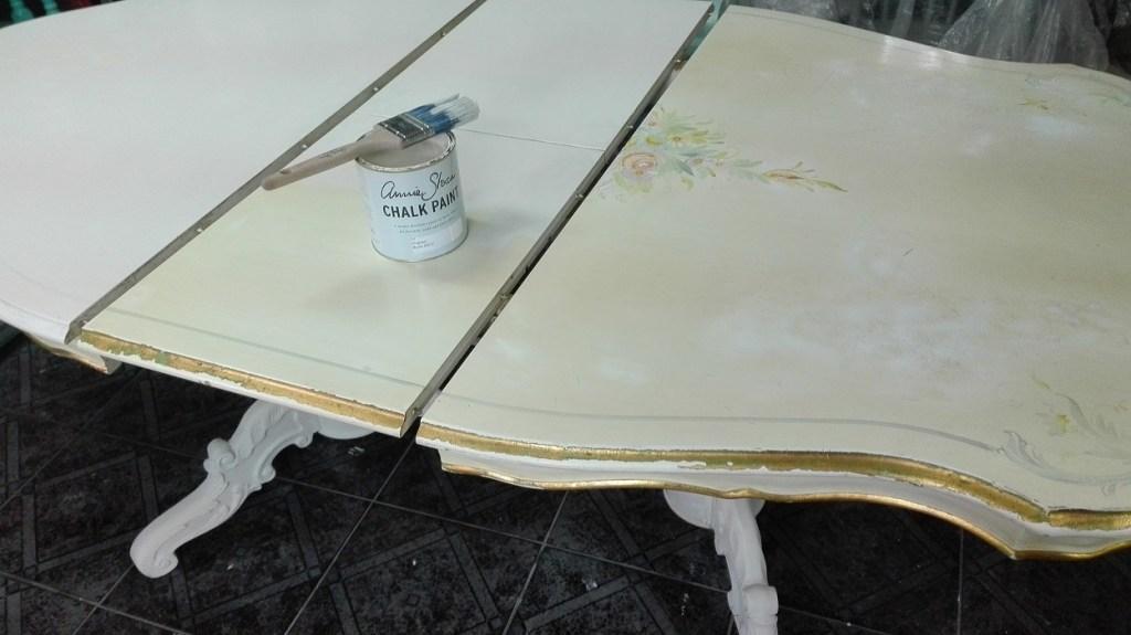 Malowanie blatu farbą kredową
