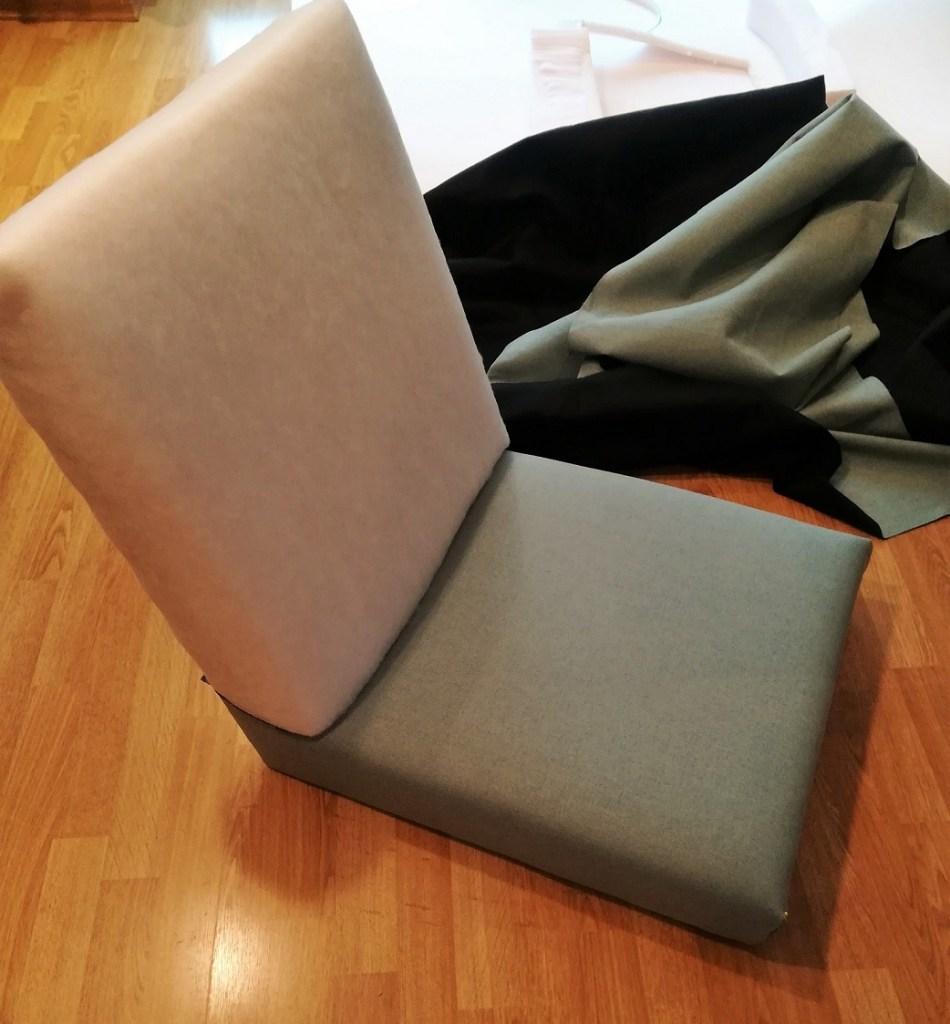 Obijanie fotela PRL tkaniną