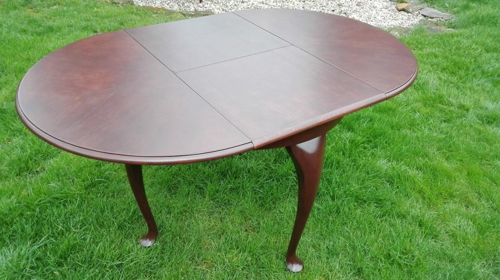Odnowiony stół po renowacji