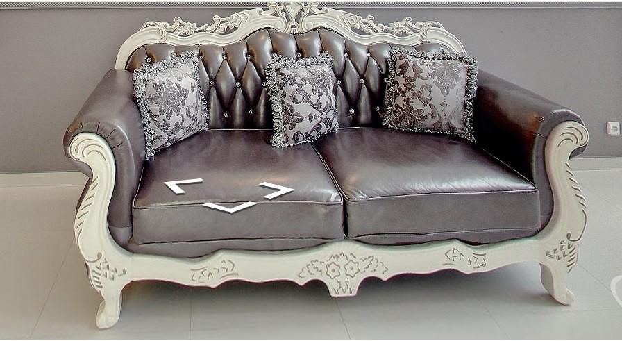 Stylowa sofa z metaliczną tapicerką