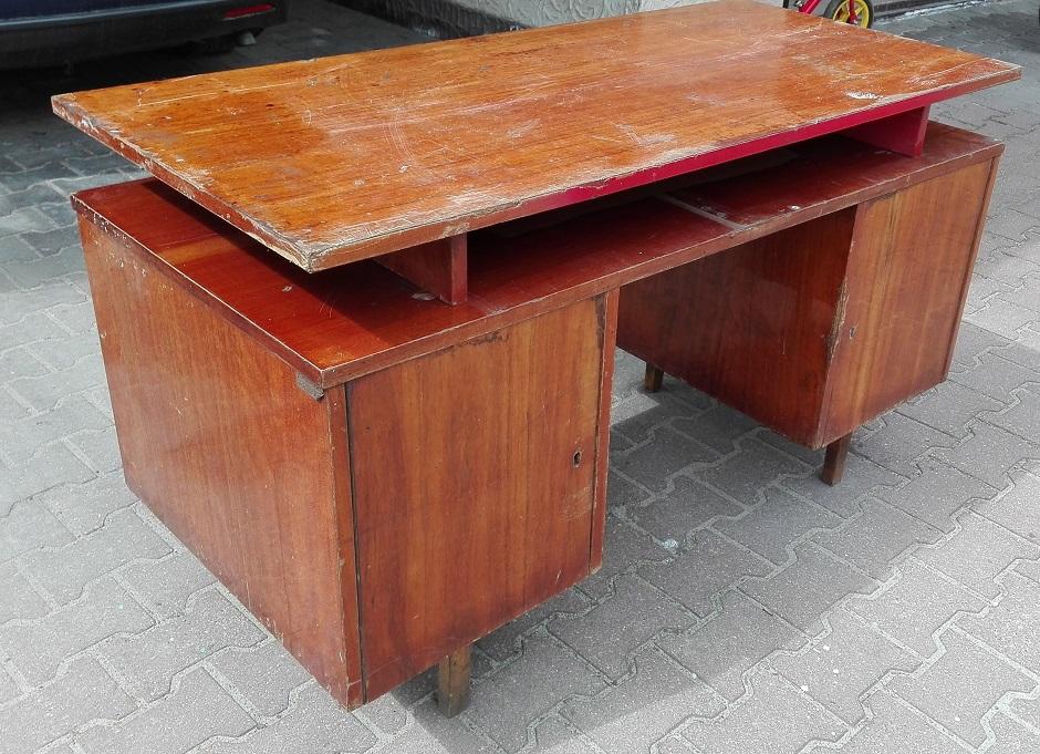 Renowacja starego biurka na wysoki połysk PRL