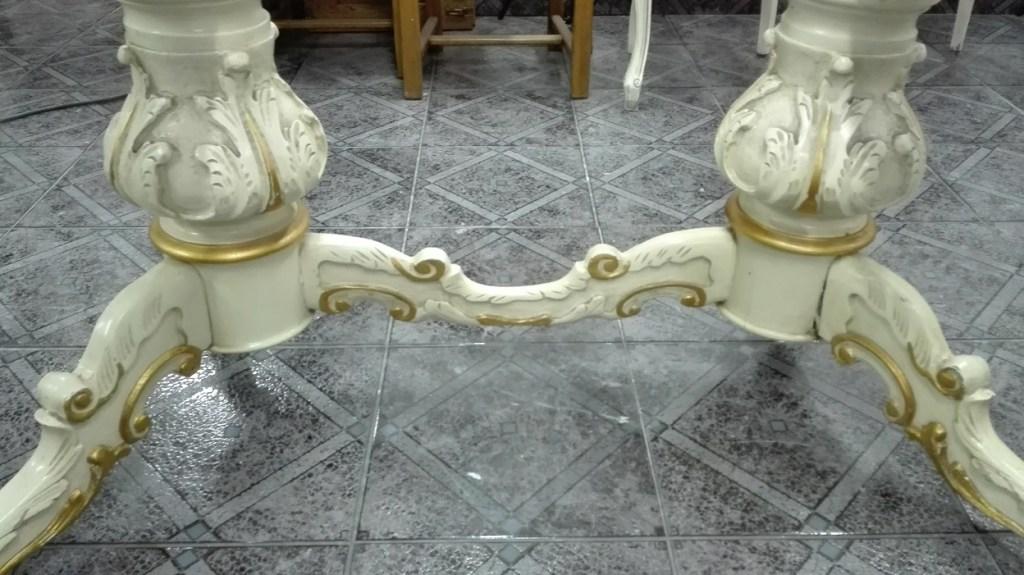 Stół rzeźbiony biały cygański