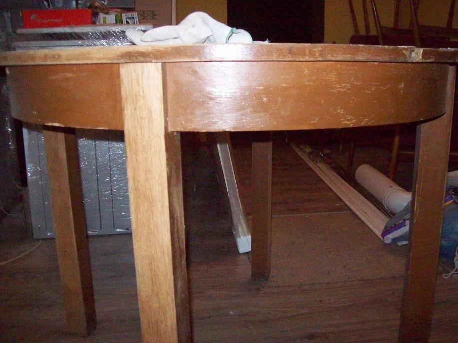 Stary stół okrągły do renowacji