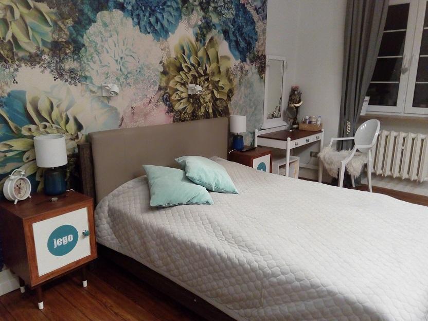 Fototapeta w kwiaty w sypialni
