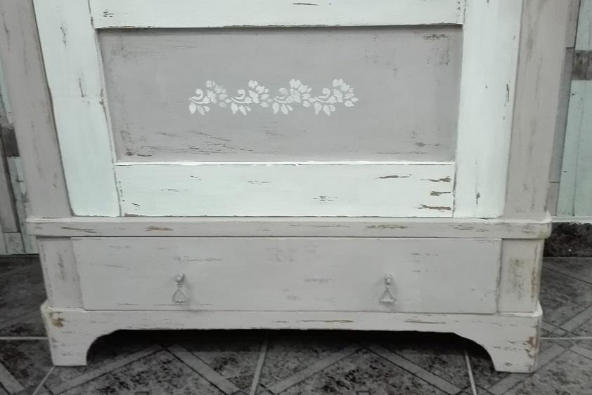 Malowana szafa - postarzana
