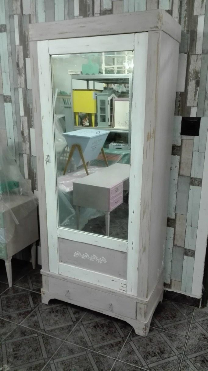 Malowana szafa z lustrem dla dziecka