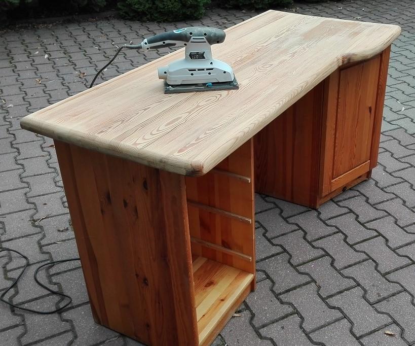 Szlifowanie blatu biurka