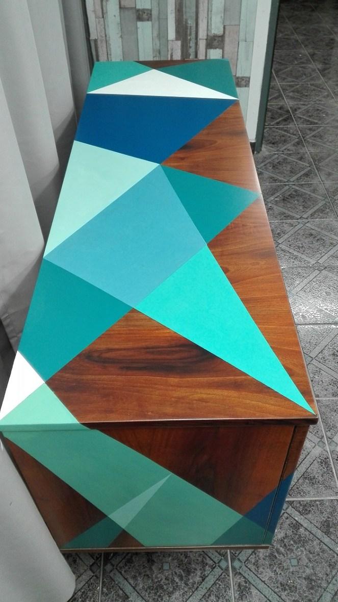 Wzory geometryczne na meblach - komoda PRL