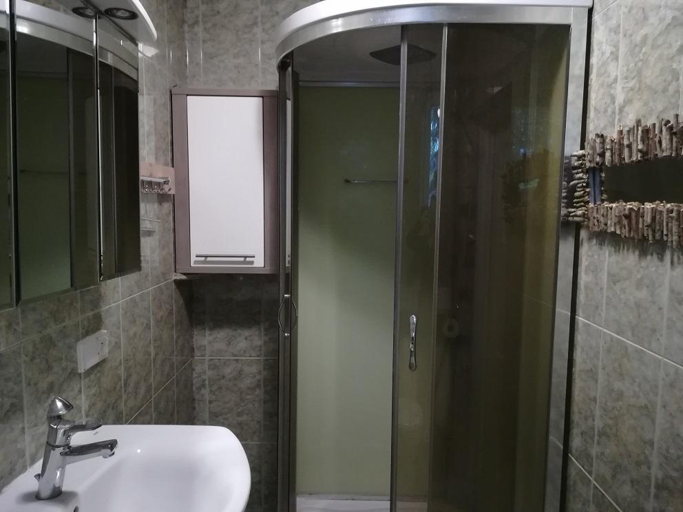 Stara łazienka, kafle marmurkowe