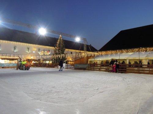 Budapest III Óbuda karácsonyi vásár korcsolyapálya
