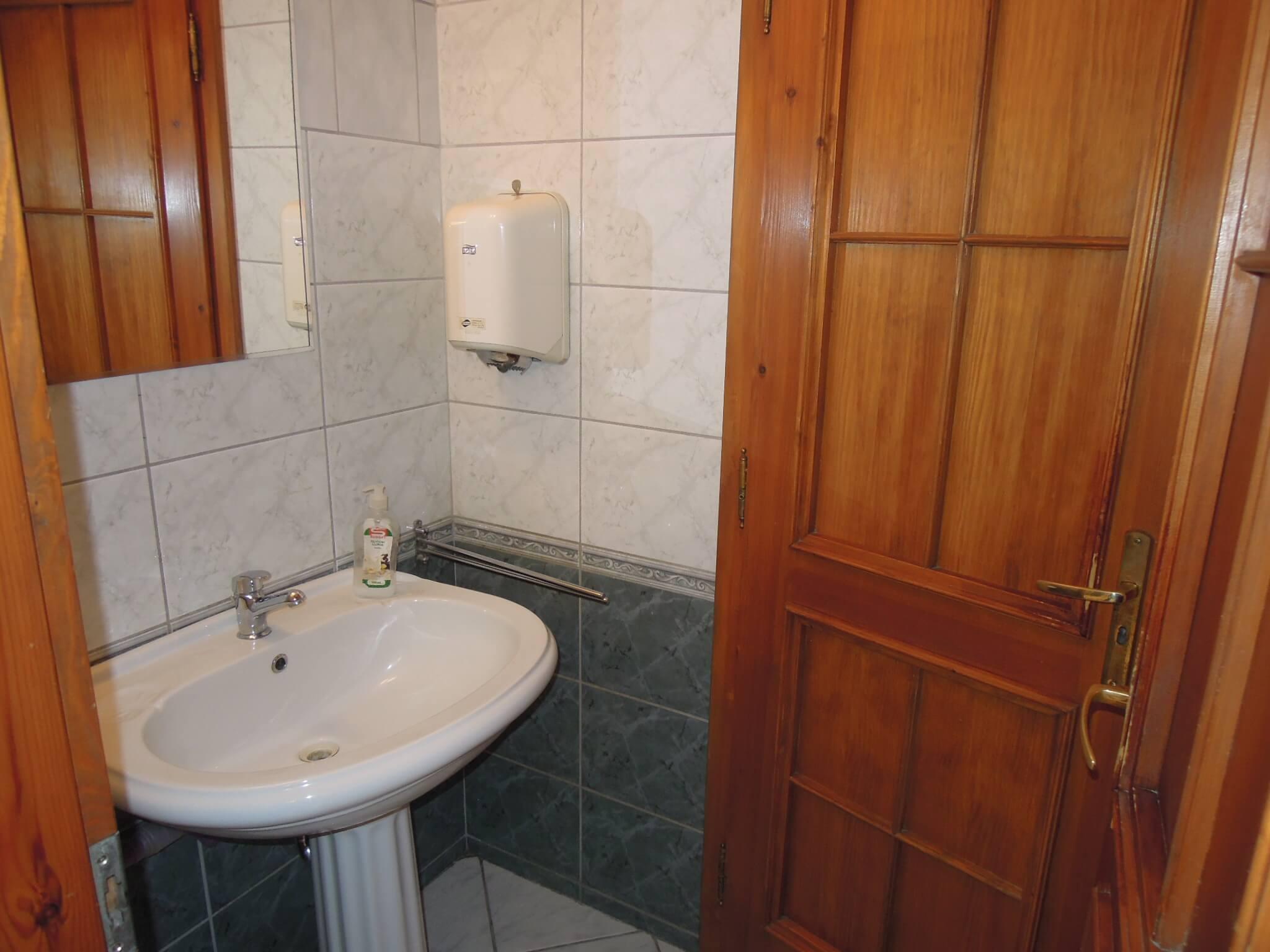 kiadó 109 nm-es bútorozott iroda-Budapest III-Óbuda -Kolosy tér -http://alacsonyjutalek.hu/ - Megbízható, igényes, olcsó ingatlanközvetítő iroda. Az okos ingatlantulajdonosok partnere