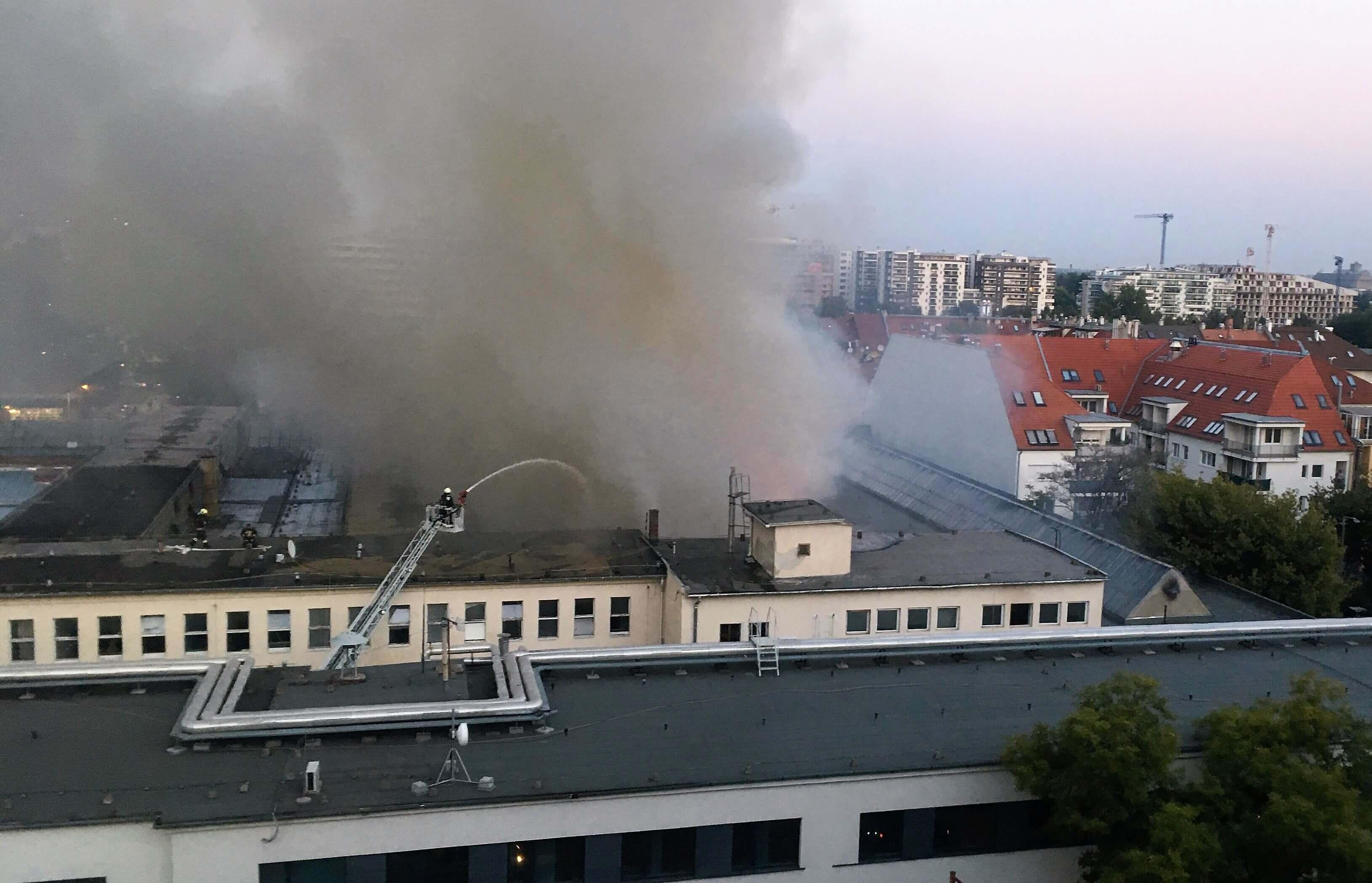 Hatalmas tűzkár Budapest XI Fehérvári úton