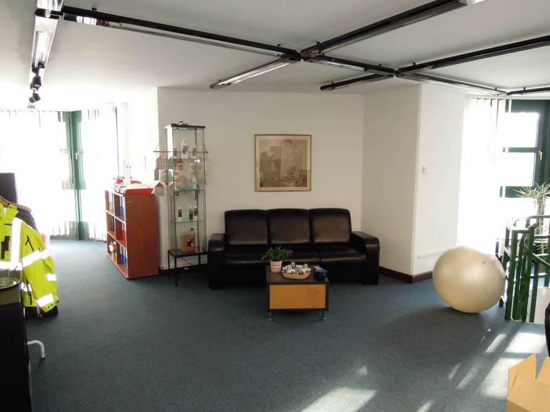 kiadó 270 nm-es iroda-Budapest II-Újlak-Bécsi út 2-4 irodaház- http://alacsonyjutalek.hu/ - Megbízható, megfizethető, minőségi ingatlanközvetítő iroda-tel: 36-30-9843-962