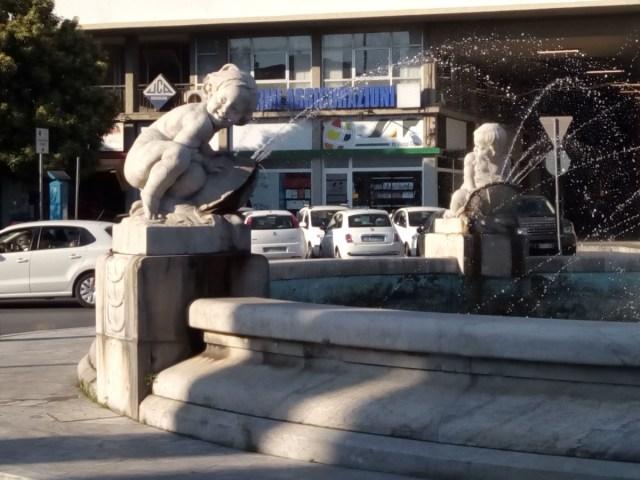Fuente en Massa, marmol por todos los sitios.