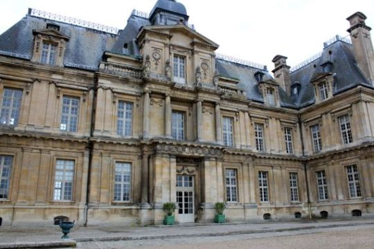 An Intimate Look at Maisons Laffitte   A Lady In France