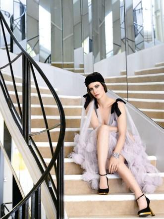 Anna Mouglalis escalier Chanel André Rau