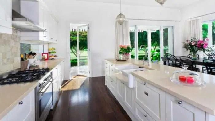 تنظيف وترتيب المطبخ