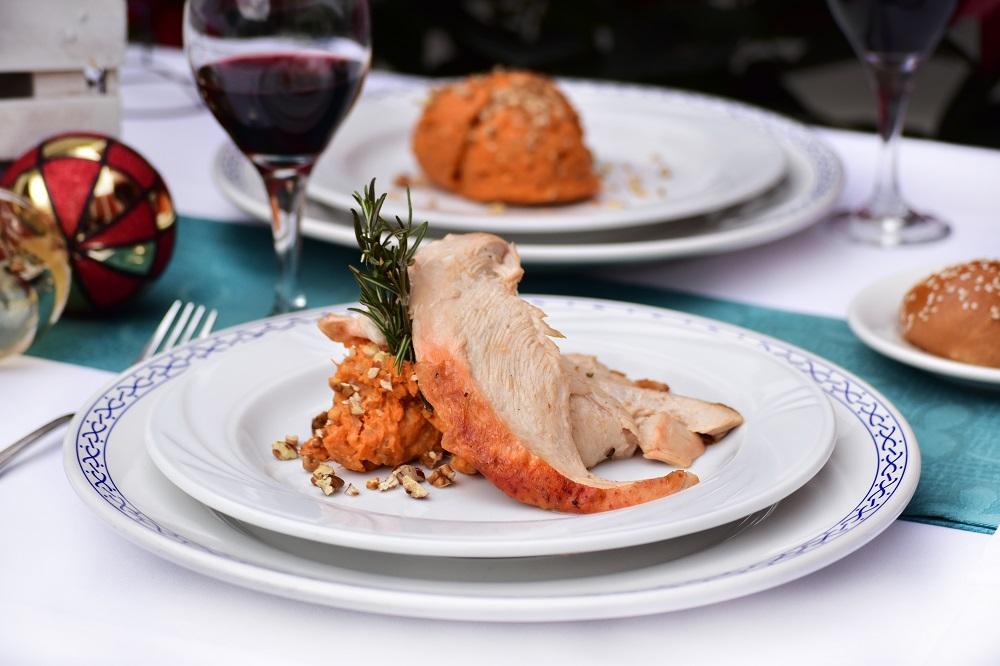 Hoteles Misión presenta platillo decembrino  en restaurantes del pueblito
