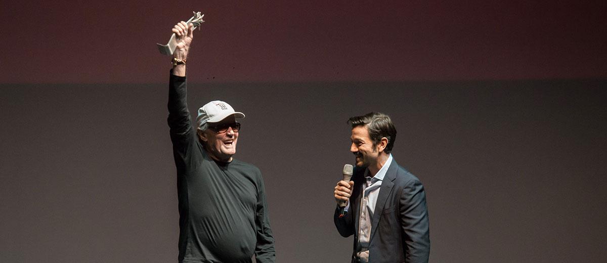Peter Fonda da cátedra y  recibe Premio Mayahuel en FICG34