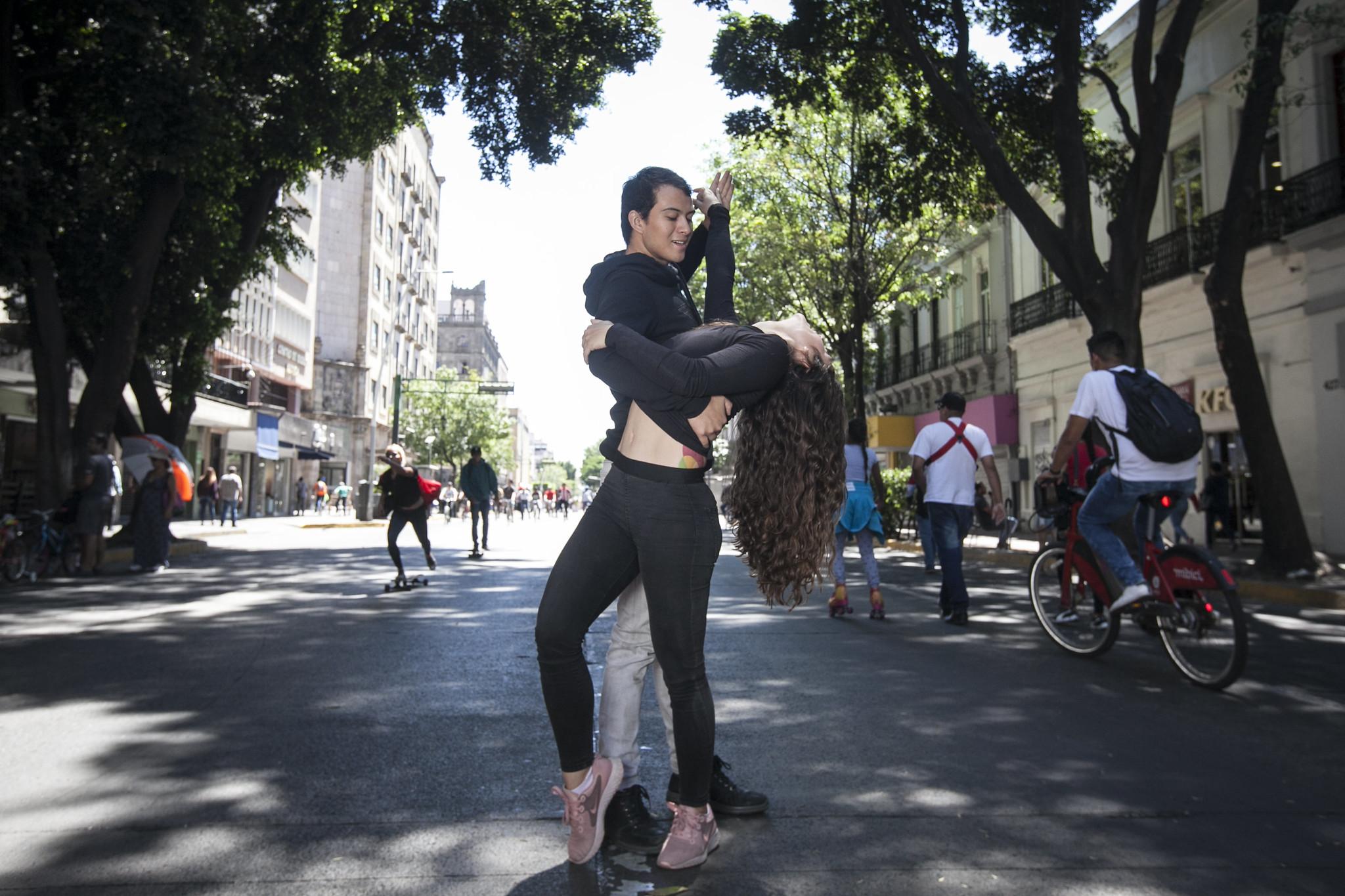 Celebra Secretaría de Cultura Día Internacional de la Danza con baile masivo