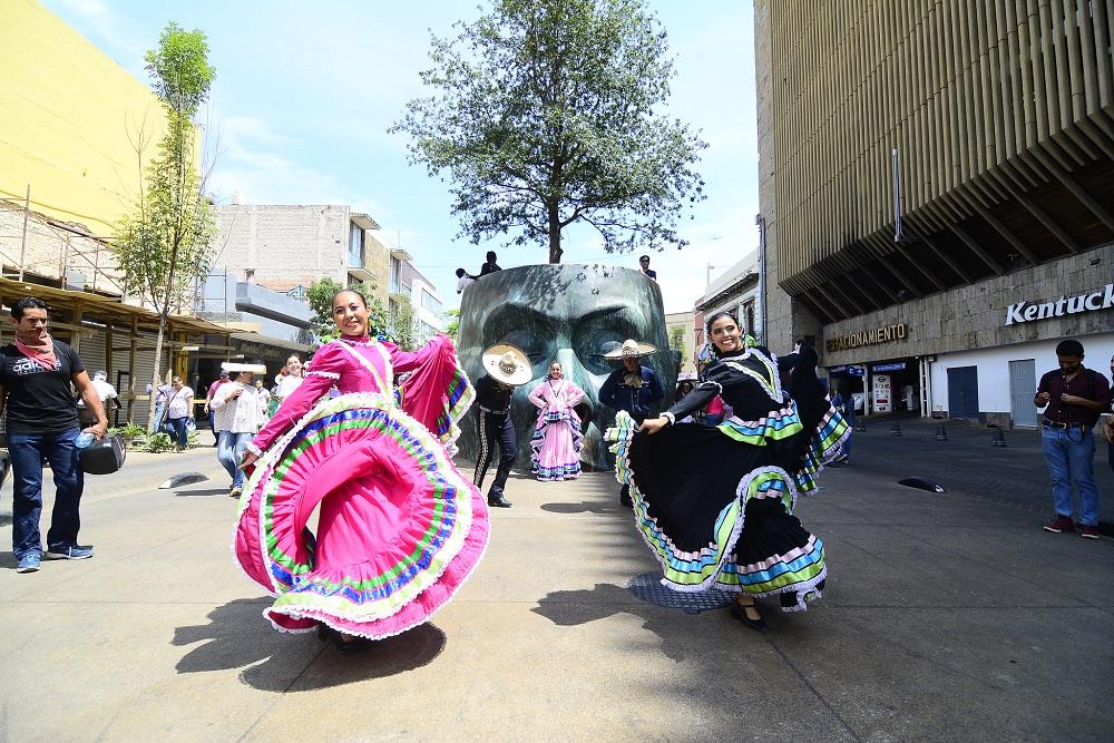 Arranca Secretaría de Cultura celebración del Día Internacional de la Danza  con desfile y presentación de 35 grupos artísticos