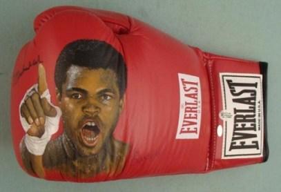 قفاز الملاكم العالمي محمد علي كلاي