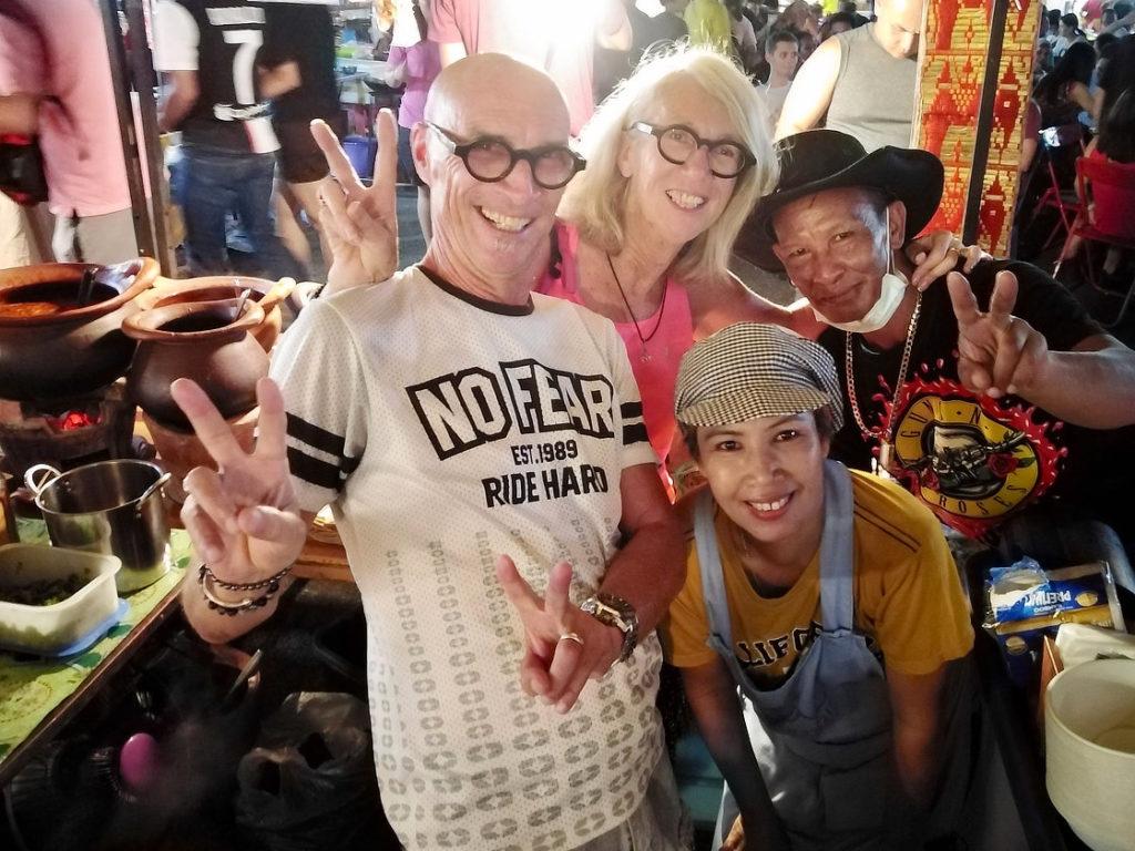 Avec nos copains thaïs dans leur stand