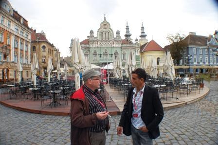 Edward Broomberg, auteur américano-suédois et juif et Taher Nejib, auteur et comédien Palestinien débattant du problème israélo-palestien