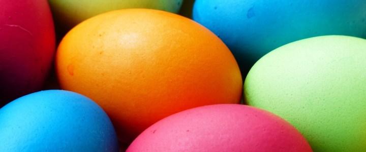 We wonen hier in Nederland en daar vieren we Pasen.