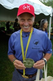 Gary recibió una hebilla de 1,500 millas.