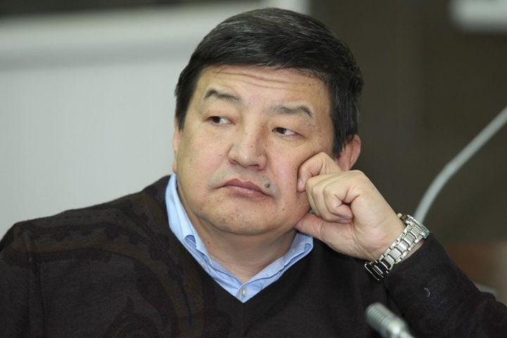 Акылбек Жапаров, экономист: «Арак ичкен жерден акча качат…»