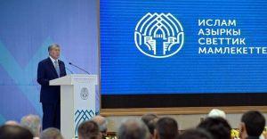 """Алмазбек АТАМБАЕВ: """"Чала молдолор денеге чыккан чыйкандардай болуп көбөйүүдө…"""""""