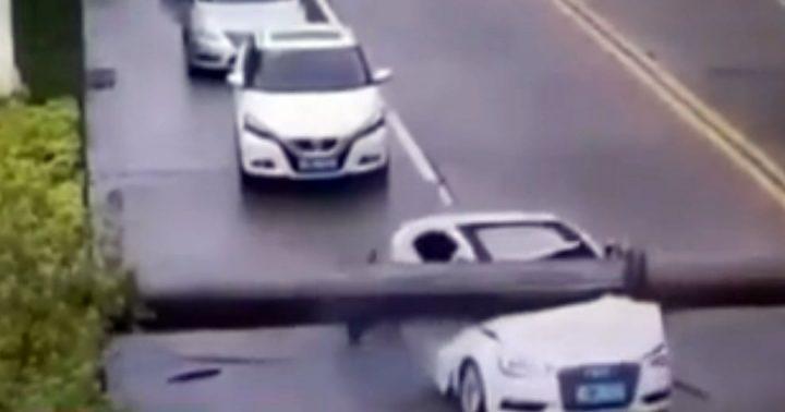 Кытайда машины айдоочусу менен кран басып калды (видео)