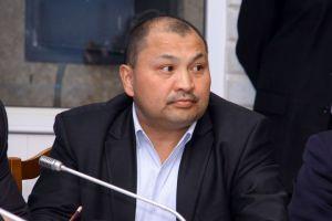 Күмөндөр Абыловдун үнү менен коомчулукка таанылган депутаттын өнөрү (ВИДЕО)