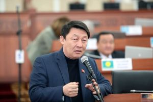 Кенжебек Бокоев Кытайдын акчасын алууда колдогон депутаттардын тизмесин жарыялады
