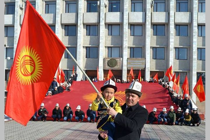 Даир Кенекеев кыргызстандыктарды Жаңы жылы менен куттуктады