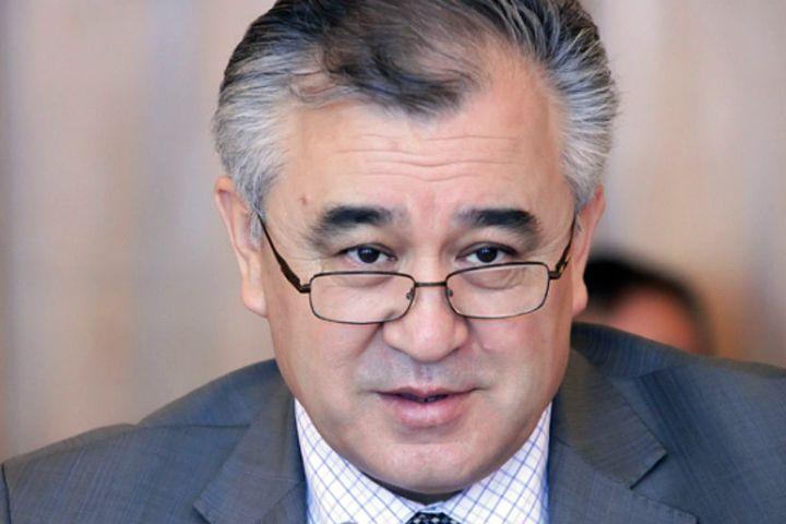 Өмүрбек Текебаевге БШК мандатын кайтарып берип, ал кайрадан депутат болду
