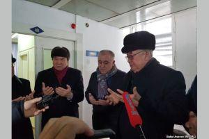 Саясатчылар ооруканага барып Текебаевди куттукташты (ВИДЕО)