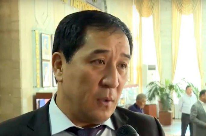 Сооронбай Жээнбековдун депутат кудасына мыйзамсыз баюу боюнча териштирүү башталды