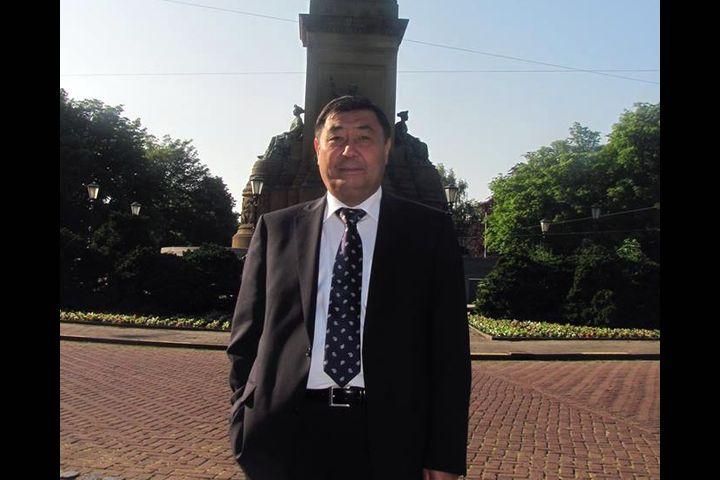 Журналисттер Бабырбек Жээнбековдун кандай адам болгонун эскерип, айрымдары кечирим сурады…