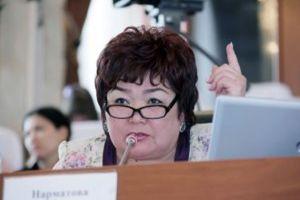 """Экс-депутат Нарматова Отунбаеваны """"шайтан"""" деди. Атамбаевден анын айырмасы барбы?"""